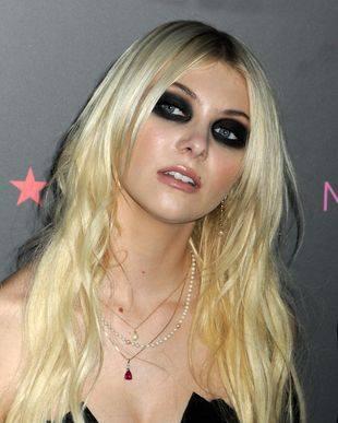 Тейлор Момсен и ее макияж smoky eyes
