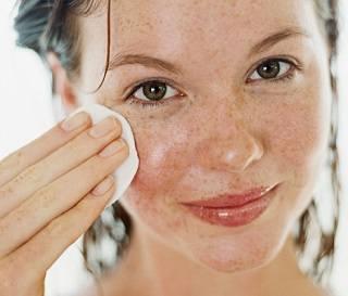 Как правильно выбрать средство для снятия макияжа